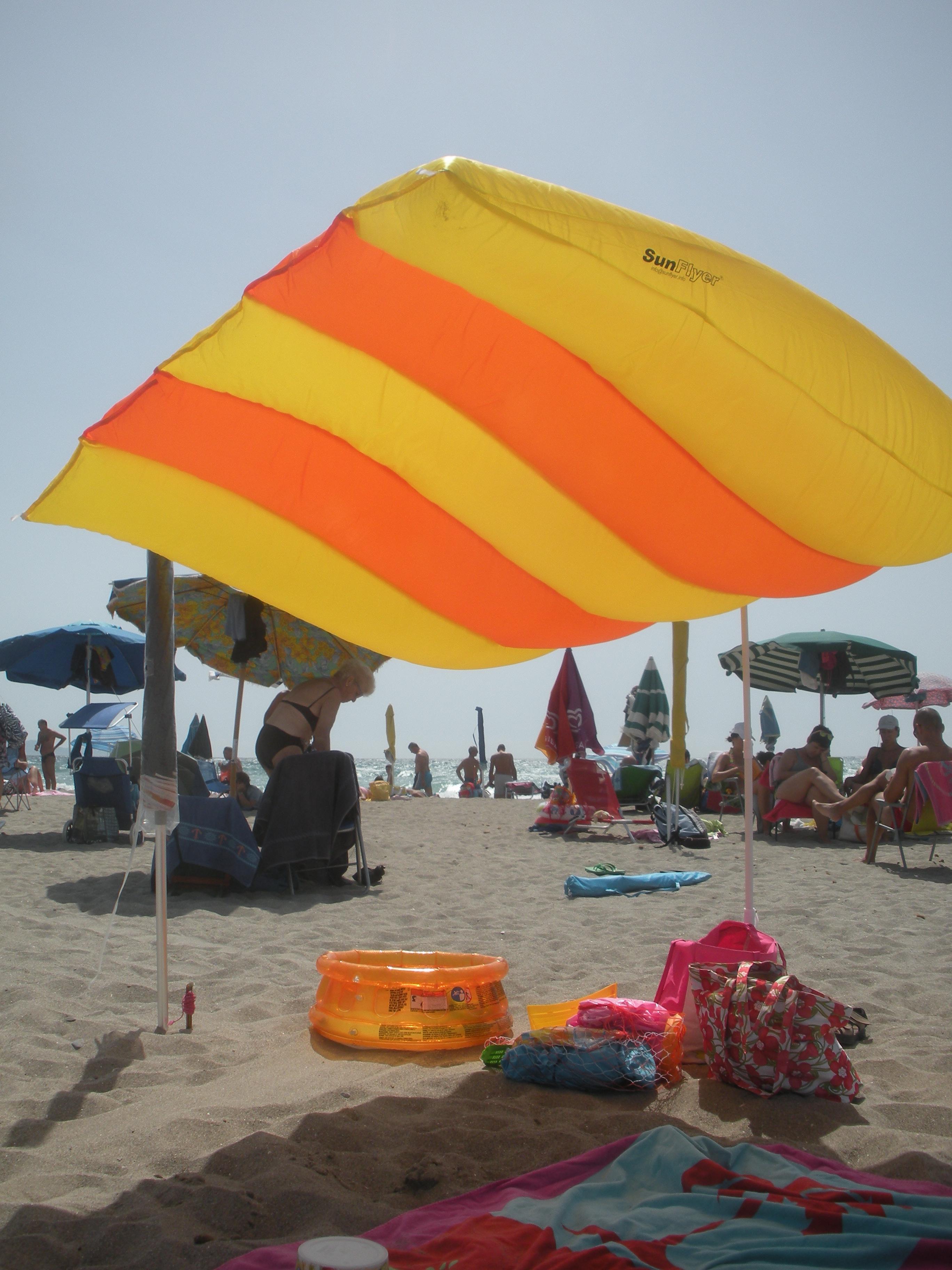 Ombrelloni Da Spiaggia Vendita.Sunflyer L Ombrellone Da Mare Volante Un Pratico E Sicuro Riparo
