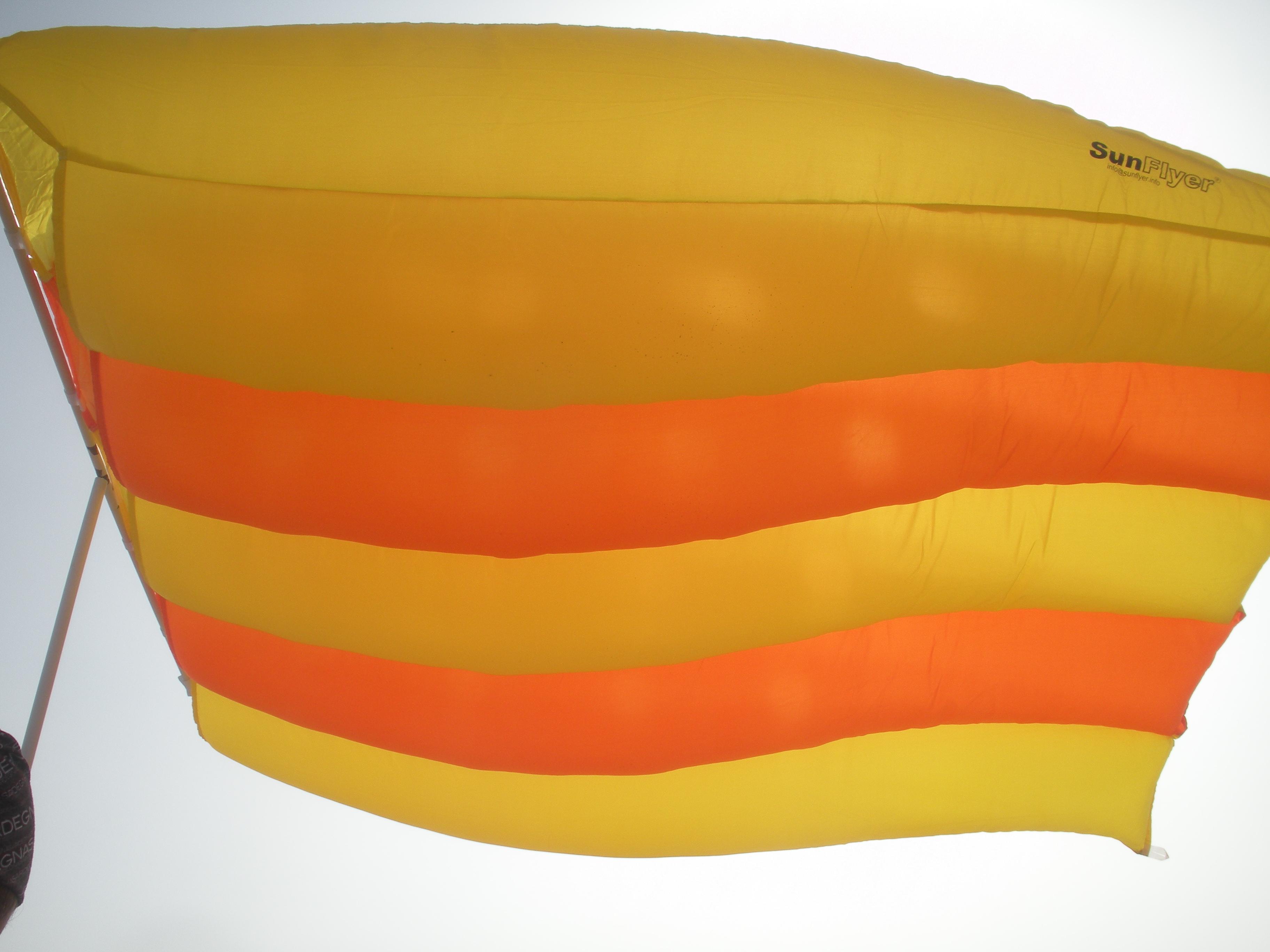 Ombrelloni Da Spiaggia Leggeri.Sunflyer L Ombrellone Da Mare Volante Un Pratico E Sicuro Riparo