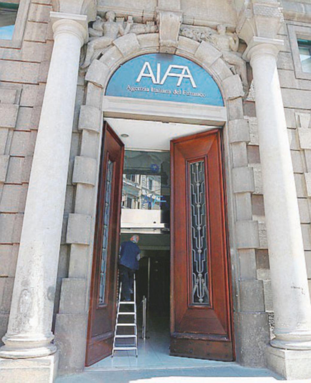 AIFA sospende l'autorizzazione all'utilizzo di idrossiclorochina per il trattamento del COVID-19 al di fuori degli studi clinici